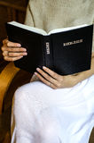 Femme avec la bible Photo libre de droits
