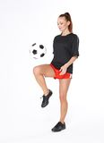 Femme avec la bille de football Photo stock