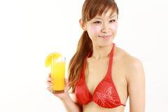 Femme avec la boisson tropicale Photos libres de droits