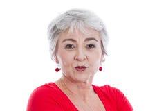 Femme avec la bouche de bouton de rose d'isolement sur le blanc Photo stock