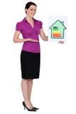 Femme avec la carte de notation d'énergie images libres de droits