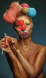 Femme avec la coiffure de créativité Image libre de droits