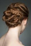 Femme avec la coiffure de tresse Photographie stock