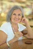 Femme avec la cuvette de café Photos libres de droits