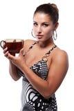 Femme avec la cuvette de thé Image stock
