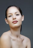 Femme avec la doublure et les languettes roses photos libres de droits