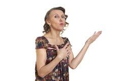 Femme avec la flèche courbée pliée de mains Photographie stock