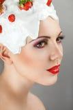Femme avec la fraise Image libre de droits
