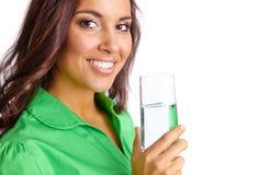 Femme avec la glace de l'eau Photographie stock libre de droits