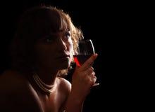 Femme avec la glace de vin Images libres de droits