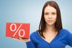 Femme avec la grande boîte de pour cent Photographie stock libre de droits