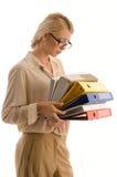 Femme avec la grande pile des cahiers Photos stock