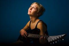 Femme avec la guitare images stock
