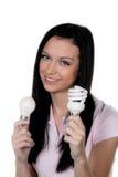 Femme avec la lampe économiseuse d'énergie. Lampe d'énergie Photographie stock libre de droits