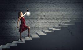 Femme avec la lanterne Photographie stock libre de droits