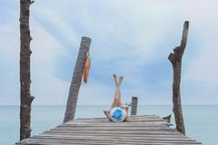 Femme avec la mer, île de Koh Kood Photos stock
