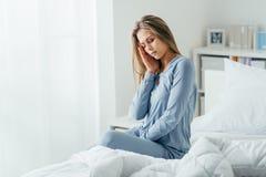 Femme avec la migraine photographie stock libre de droits