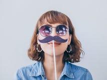 Femme avec la moustache image stock