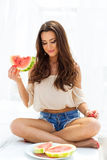 Femme avec la pastèque Images stock