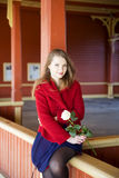 Femme avec la rose lumineuse de peau et de blanc images libres de droits
