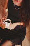 Femme avec la tasse du café et du gâteau Photos libres de droits