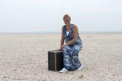 Femme avec la valise Photos stock