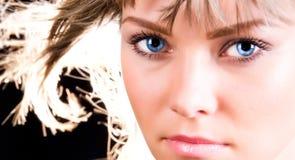 Femme avec la verticale brûlante de cheveu Photographie stock