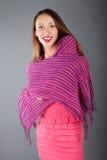 femme avec la verticale de studio d'écharpe Images libres de droits