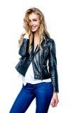 Femme avec la veste en cuir noire photos libres de droits