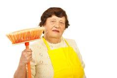 Femme aîné avec le balai Photographie stock libre de droits