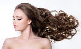 Femme avec le beau long cheveu Photo stock