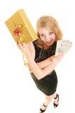 Femme avec le billet de banque de boîte-cadeau et d'argent de poli Photographie stock