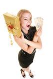 Femme avec le billet de banque de boîte-cadeau et d'argent de poli Photographie stock libre de droits
