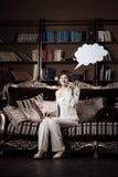 Femme avec le blanc de la pensée et de la bulle parlante Images libres de droits