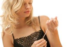 Femme avec le bracelet photo stock