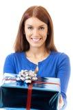 Femme avec le cadeau photographie stock