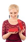 Femme avec le cadeau de la valentine Image stock