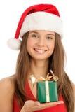 Femme avec le cadeau. Orientation sur le visage. Images libres de droits