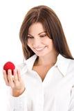 Femme avec le cadre avec la bague de fiançailles Photos stock