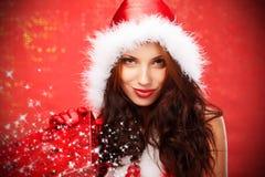 Femme avec le cadre de cadeau de Noël Images stock