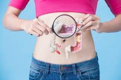 Femme avec le cancer côlorectal photographie stock