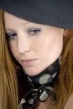 Femme avec le capuchon et l'écharpe Photo libre de droits