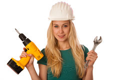 Femme avec le casque de constructeur et outils heureux d'effectuer le travail dur Photo libre de droits
