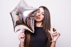 Femme avec le champagne potable de ballon en forme d'étoile Photos libres de droits