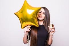 Femme avec le champagne potable de ballon en forme d'étoile Photos stock