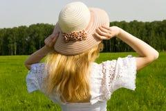 Femme avec le chapeau image libre de droits