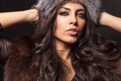 Femme avec le chapeau de fourrure Photo libre de droits