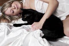 Femme avec le chat Photo stock