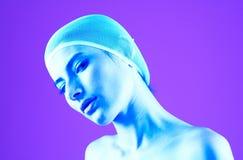 Femme avec le cheveu couvert - son bleu Photos stock