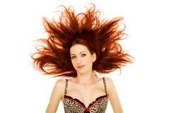 Femme avec le cheveu rouge évasé Photo stock